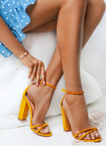 DeeZee Żółte sandałki na słupku La Rita